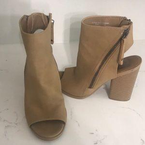 Shoes - DV (Target Brand) Heels